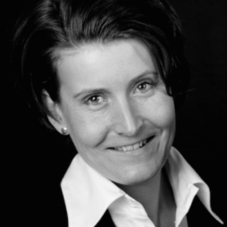 CHARLOTTE FRASER, SPECIALIST IN LUXURY, LIFESTYLE, TRAVEL, SPA AND WELLNESS PR, QUALIFIED NUTRITIONIST AND HEALTH WRITER